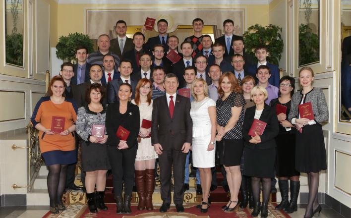 Дмитрий Новиков вручил дипломы выпускникам Центра политической учёбы ЦК КПРФ