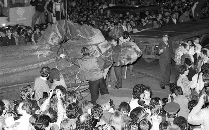 Прокуратура начала проверку законности сноса памятника Дзержинскому на Лубянке в 1991 году