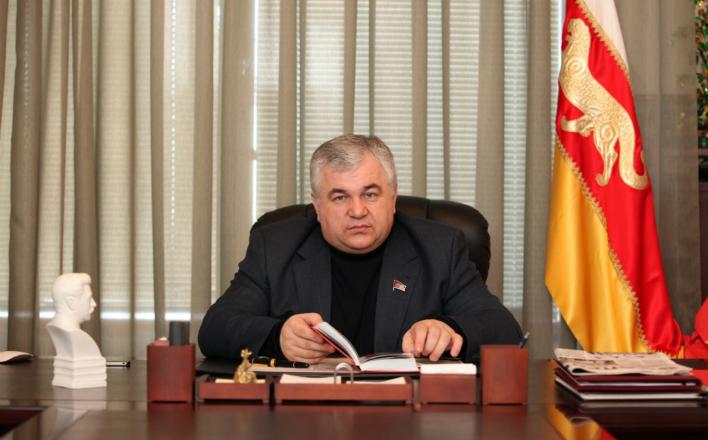 К.К. Тайсаев принял участие в открытие новогодних елок на Донбассе