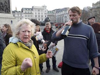 Британская полиция разогнала праздновавших смерть Маргарет Тэтчер