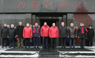 21 января в связи с 95-летием со дня смерти В.И. Ленина состоится возложение цветов к Мавзолею на Красной площади