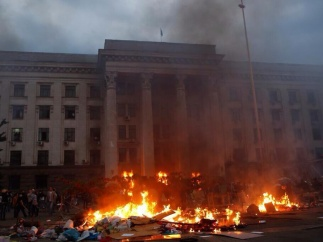 Бойня в Одессе: Антимайдан загнали в Дом профсоюзов и подожгли