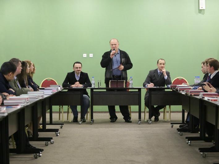 Где закаляется сталь: Г.А. Зюганов вручил дипломы выпускникам Центра политической учебы