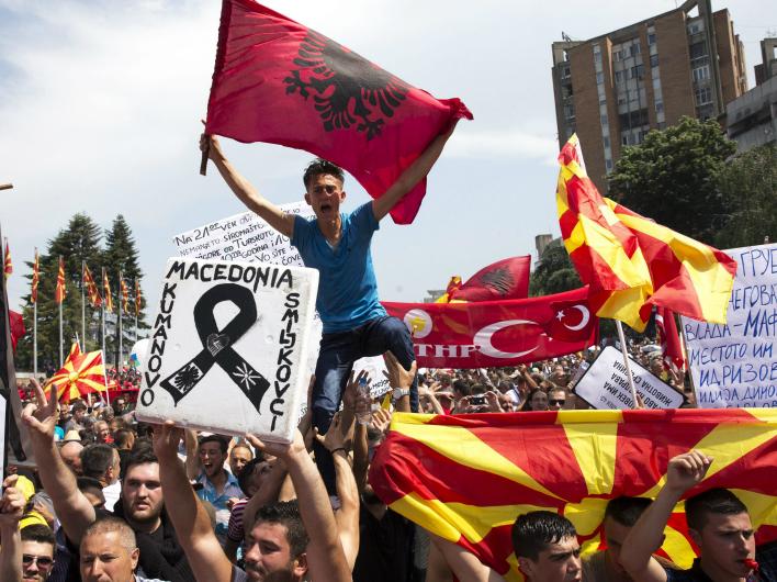 «Правый сектор» бросят на Балканы