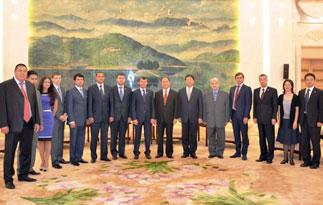 В ходе визита в Китай делегация КПРФ встретилась с членом Политбюро ЦК КПК Ван Лэчхенем