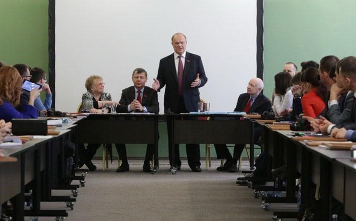 Компартия включила «Конвейер идей». Форум выпускников Центра политучёбы ЦК КПРФ состоялся в Подмосковье