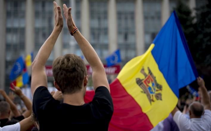 Участники протестов в Кишиневе пикетируют резиденцию президента страны