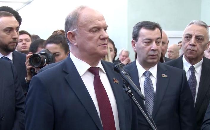 Геннадий Зюганов посетил выставку, посвященную 25-летию установления дипотношений между Россией и Азербайджаном